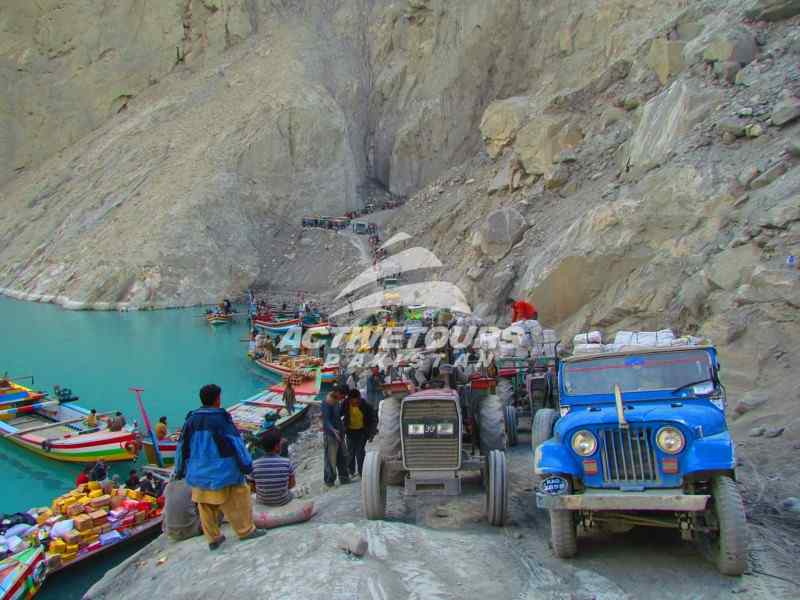 4x4 jeep trip to Hunza, tour of Hunza by 4x4 jeeps
