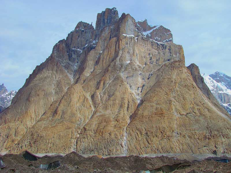 cathedral-peak-climbing-featured